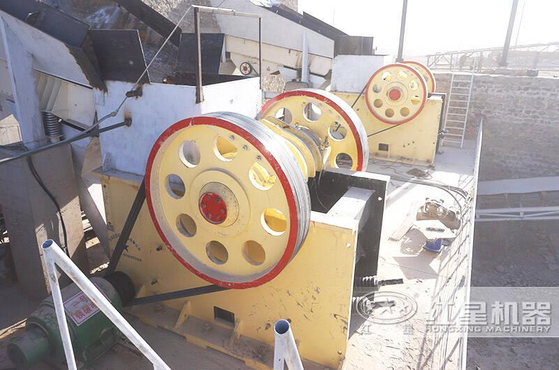 河北时产1000吨破碎生产线现场:颚式破碎机